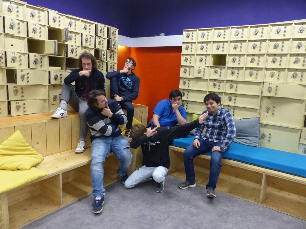 Les six membres de l'équipe Team Gamagora font une grimace